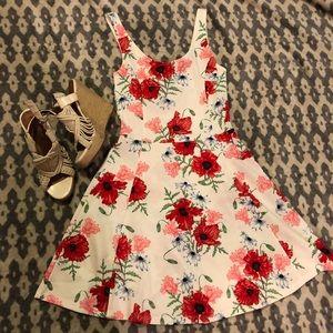 H&M Dresses - EUC⭐️ H&M Divided Floral Skater Dress